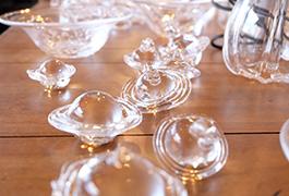 器やグラスはもちろん、ちょっとした小物も綺麗ついほしくなってしまう